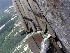 La via ferrata la plus impressionnante au monde serait-elle au Mont Huashan, enChine?