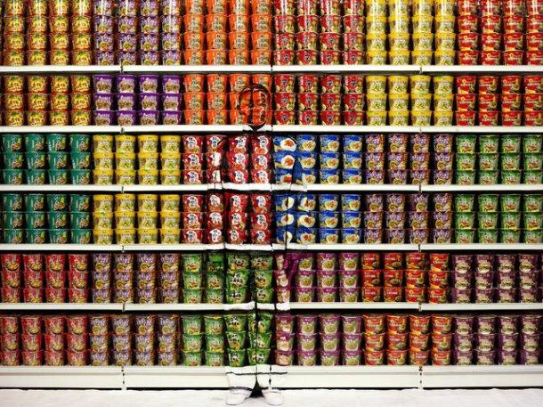 Liu Bolin, Instant Noodles, Galerie Paris-Beijing