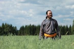 Tulegur Gangzi (Nomad Rock), musicien mongol, en tournée àParis