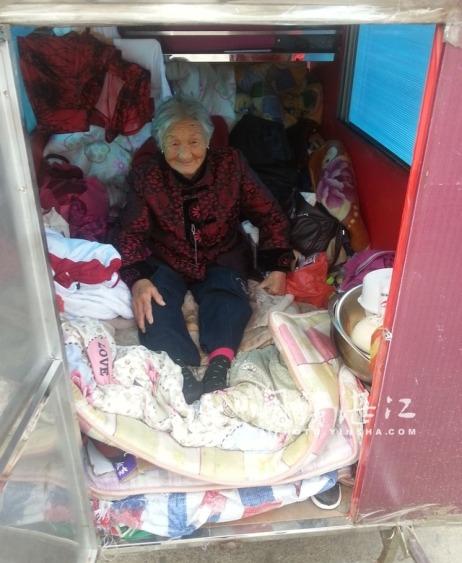 L'intérieur de la charrette à bras de Mme Xu.