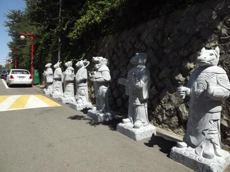 Statues des signes du zodiac chinois, non loin du parc. © Pauline Kaufmann