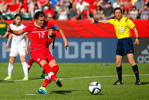 Christine Sinclair, sur le penalty victorieux des Canadiennes.  (Crédit : Kevin C. Cox / Getty Images North America / AFP)
